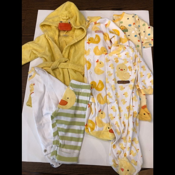 carters just one year Other - Lot Of DUCK Sleepers, Robe ,Outfit 6 months
